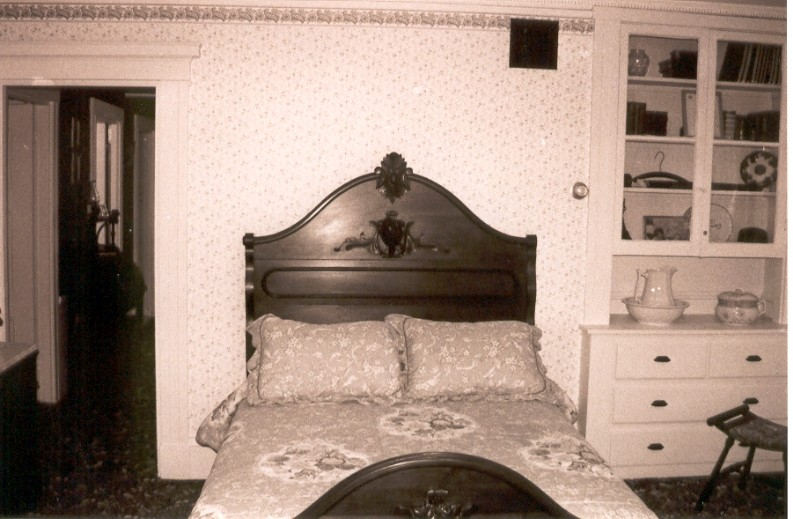 lizzies-bedroom-1a